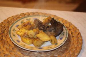 Une portion de foie de veau serive à l'assiette