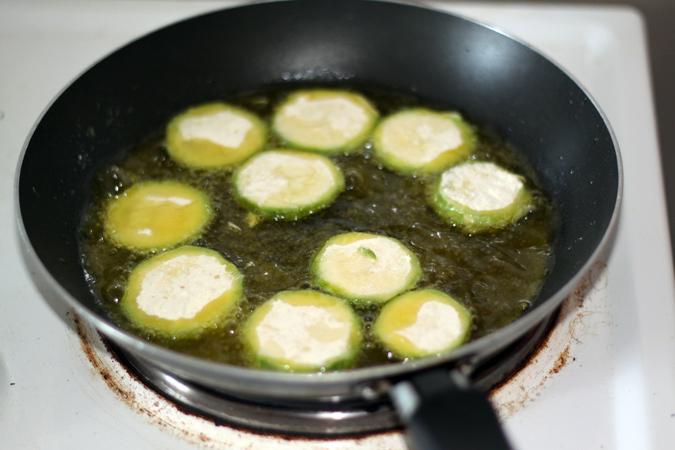on pose les beignets delicatement dans l huile d olive