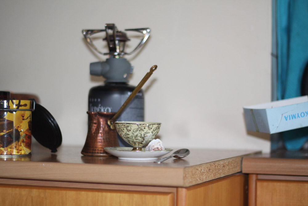 Les ustensiles et ingredients pour un café grec ou turc
