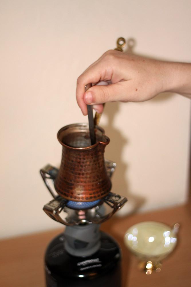 remuez le melange eau cafe sucre