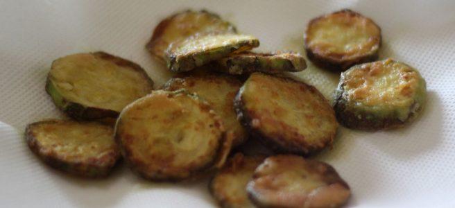 delicieux beignets de courgette frits juste sortis de la poele